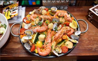 第1話登場「夏野菜と魚介をふんだんに使ったパエリア」〜「99.9 刑事専門弁護士」シーズン2:深山のこだわりレシピ